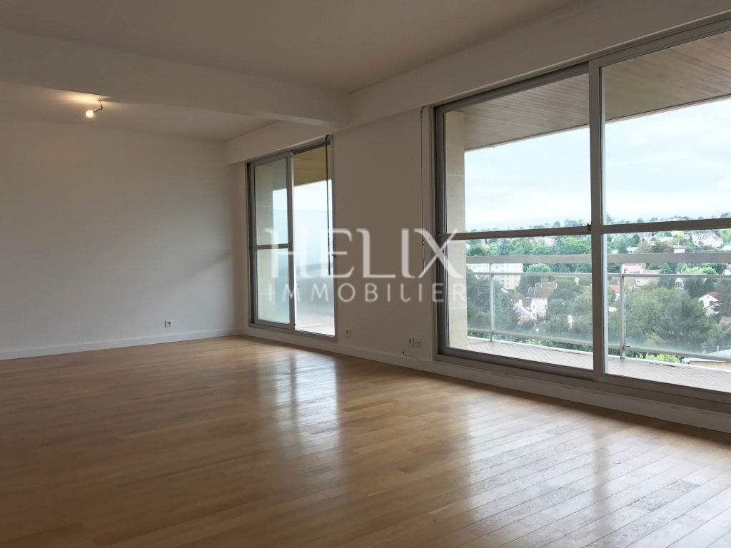 Vaste appartement 105 M² balcon filant, box, 10 mn RER A