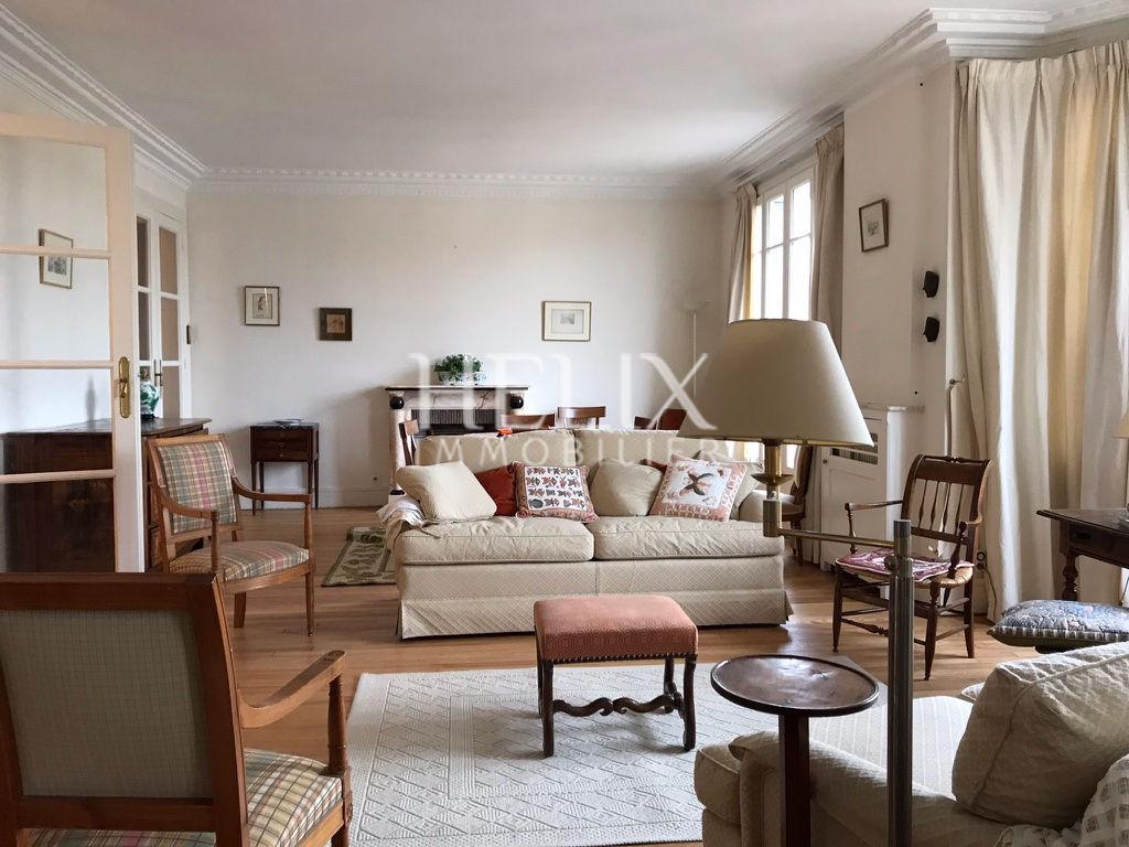 Bel appartement meublé, 2 chambres, un box à Saint Germain en Laye, 2 minutes RER A