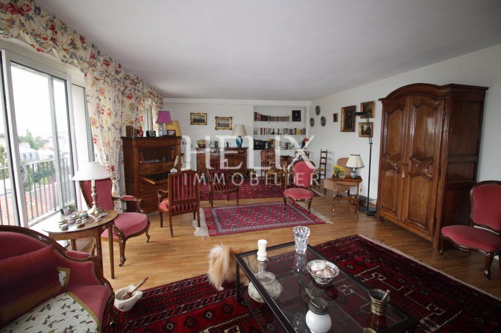 Grand appartement à Saint Germain en Laye avec un grand séjour de 40 M²