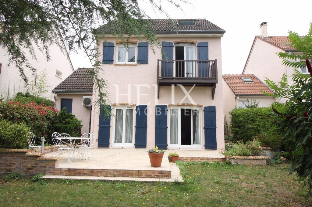A vendre à Fourqueux : maison 5 chambres à deux pas du Lycée International de Saint Germain en Laye