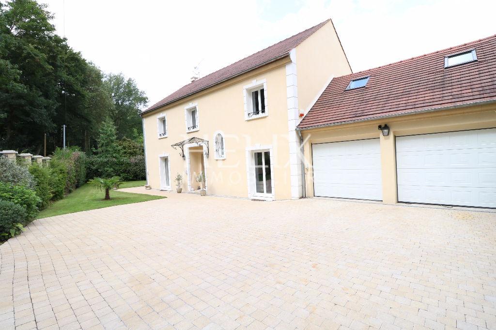 Maison d'environ 170 M² avec 4 chambres et un bureau