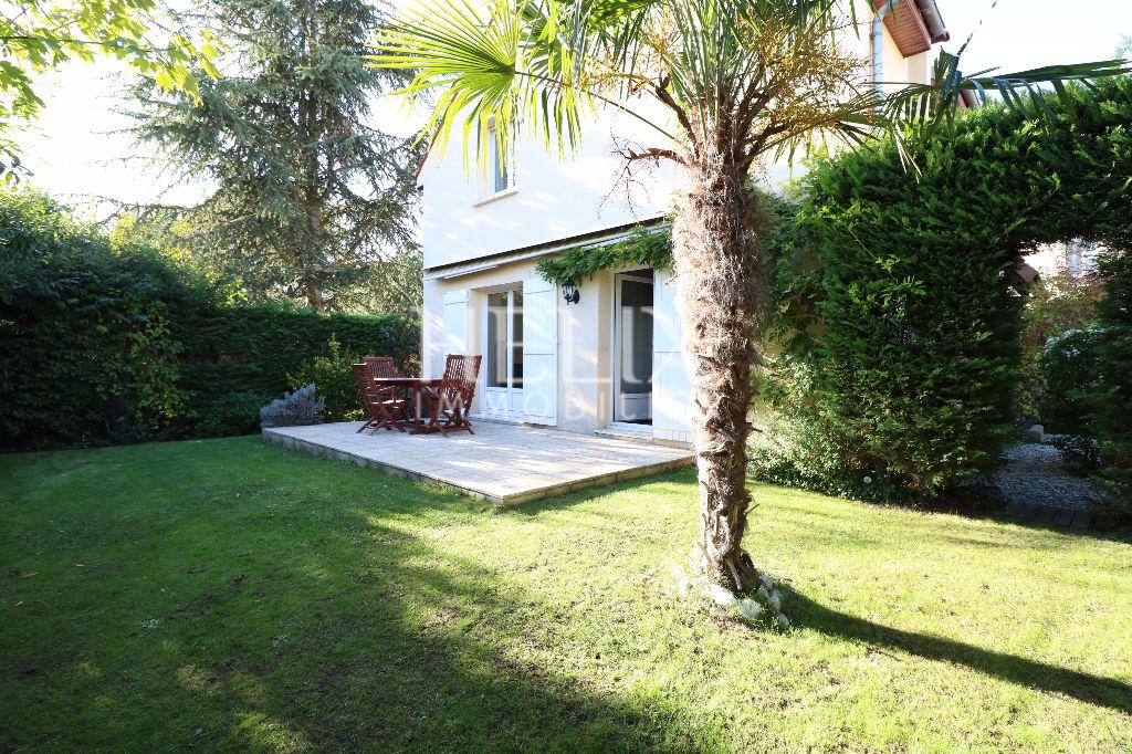 Montesson - Limite Le Vésinet Belle maison récente 7 pièces de 137 M² avec jardin