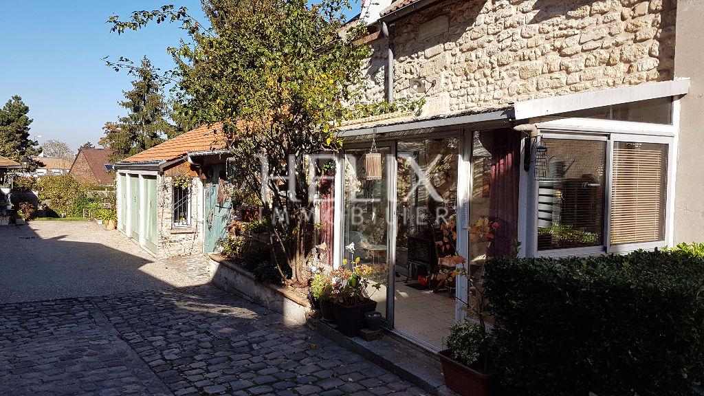 FOURQUEUX maison 3 chambres avec jardin proche lycée international