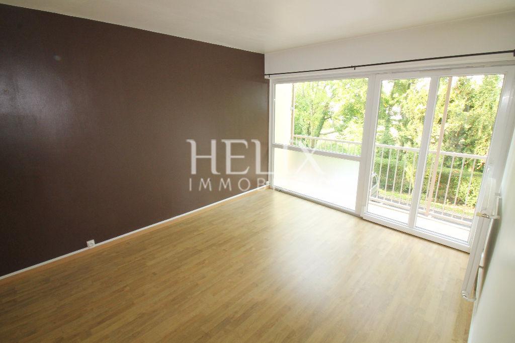 Apartamento 59m², 3 habitaciones en casa de la familia