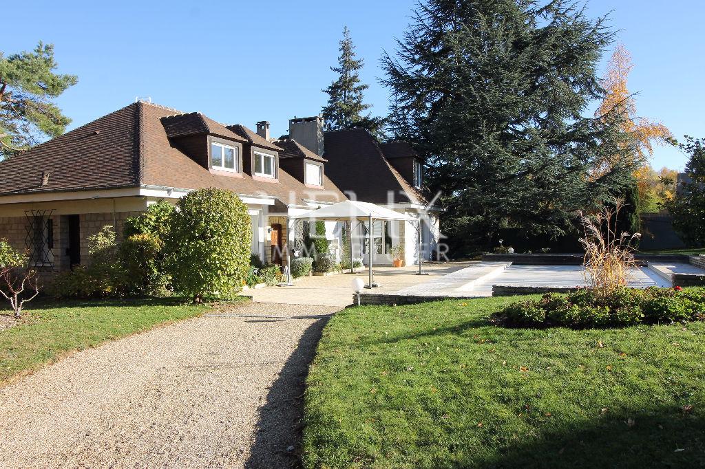 Maison Orgeval 7 pièces 280 m²