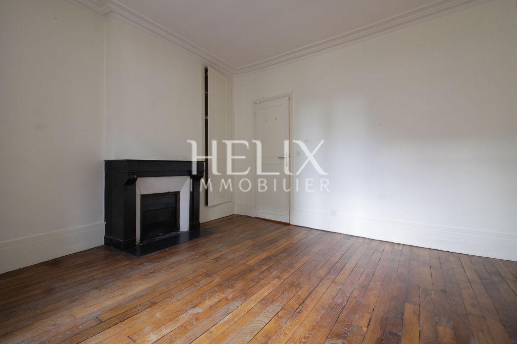 """Appartement en duplex  """" esprit maison""""  2 chambres  centre ville à Saint Germain en Laye"""