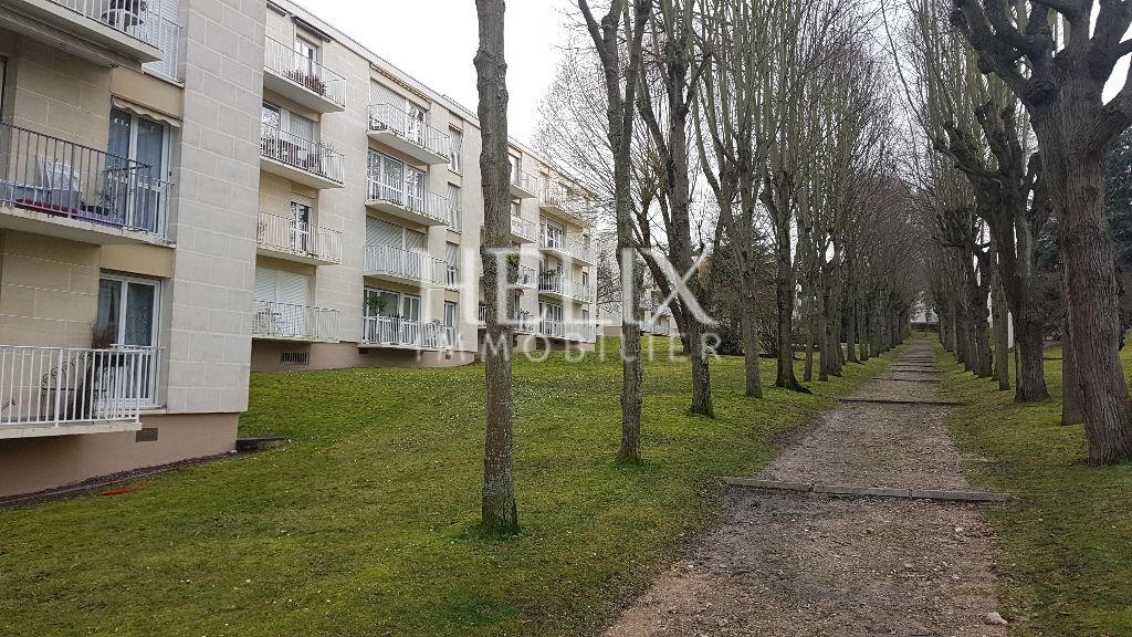 Appartement 5 pièces et 105 m², 3/4 chambres, cave, box à Chambourcy.