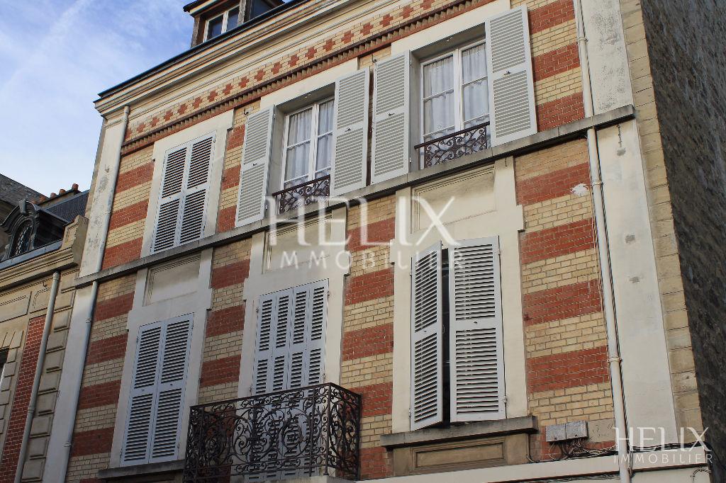 Grand studio de 30 m² centre ville de Saint Germain en Laye. 7 minutes RER