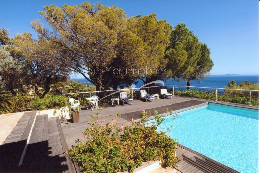 Propriété Le Lavandou avec Vue Mer Exceptionnelle, 2 hectares de terrain, piscine , tennis.