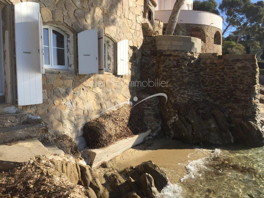 Villa Pieds dans l'eau située à Aiguebelle