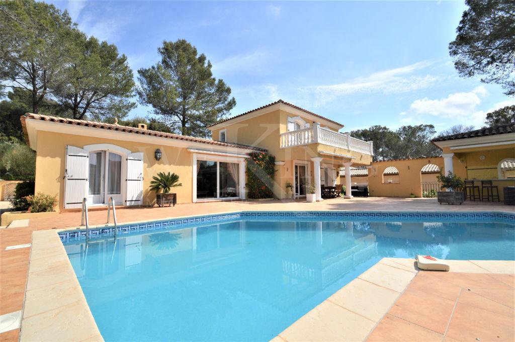 villa de 5 pi ces a quelques minutes de la mer avec jardin arbore piscine pool house garage 2. Black Bedroom Furniture Sets. Home Design Ideas