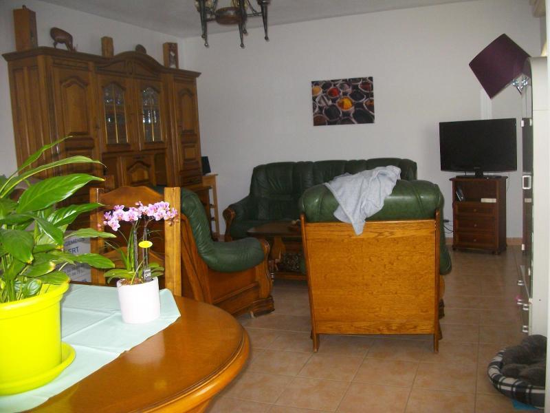 appartement t2 avec balcon louer salon de provence location de villas maisons appartements. Black Bedroom Furniture Sets. Home Design Ideas