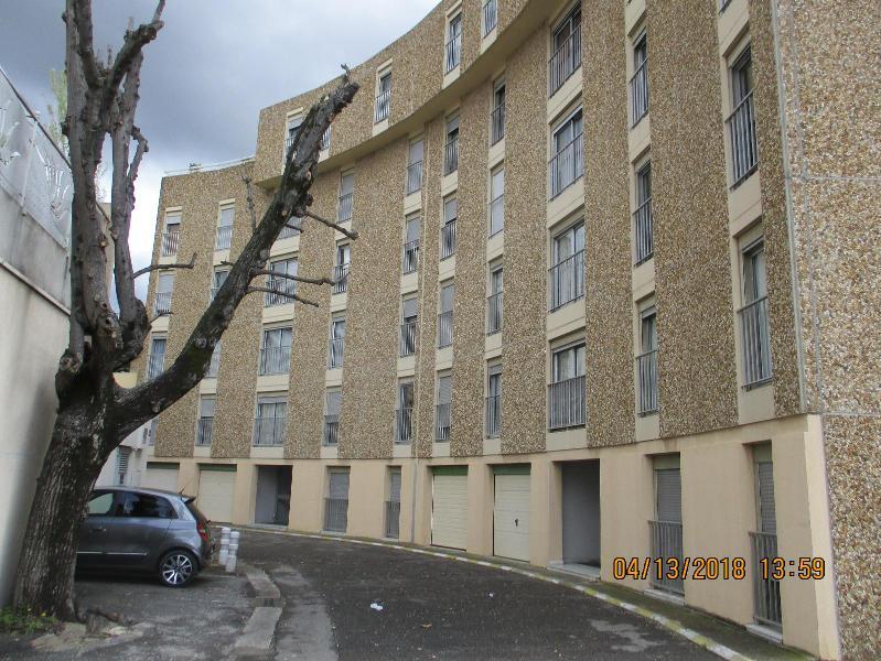 appartement t2 13300 salon de provence location de villas maisons appartements studios et. Black Bedroom Furniture Sets. Home Design Ideas